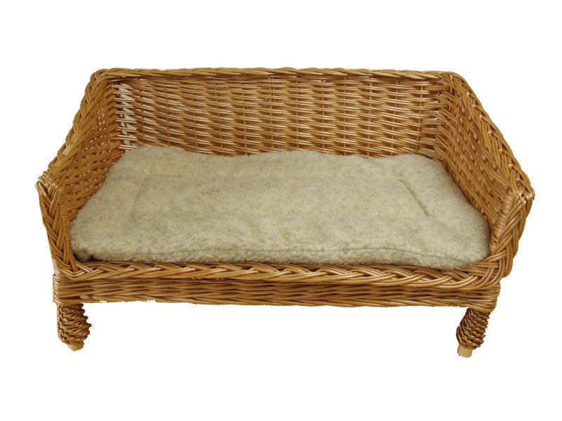 Small Sofa Style Wicker Pet Basket (60cm), Complete With Sherpa Fleece Quilted Pad