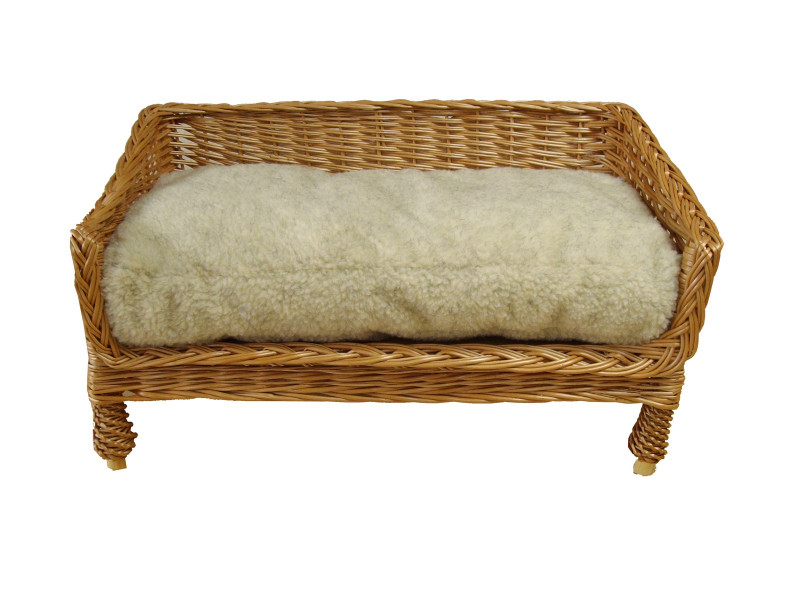 Medium Sofa Style Wicker Pet Basket (70cm), Complete With Sherpa Fleece Cushion