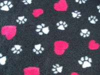 PnH Veterinary Bedding - NON SLIP - SQUARE - Charcoal with Pink Hearts